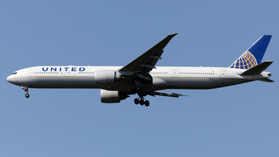 A picture of N2142U - Boeing 777322(ER) - United Airlines - © Mitsuhiro Yamamoto