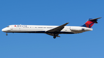 A picture of N916DL - McDonnell Douglas MD88 - USA Jet Airlines - © Evan Dougherty