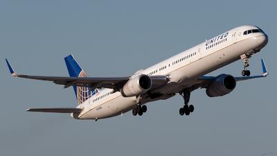N74856 - Boeing 757-324 - United Airlines
