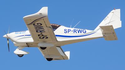 SP-RWG - Aero AT-3-R100 - Runway - Pilot School