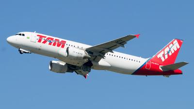 PR-MYR - Airbus A320-214 - TAM Linhas Aéreas
