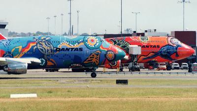 VH-EBU - Boeing 747-338 - Qantas
