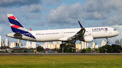 A picture of PTXPM - Airbus A321211 - LATAM Airlines - © Eduardo Salesp