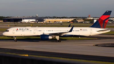 A picture of N6707A - Boeing 757232 - Delta Air Lines - © JinZi