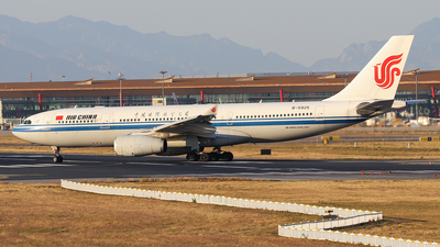 A picture of B5925 - Airbus A330243 - Air China - © Jerry.H