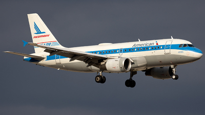 A picture of N744P - Airbus A319112 - American Airlines - © Jason Chen