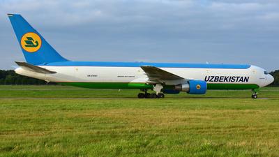 A picture of UK67001 - Boeing 76733P(ER)(BCF) - Uzbekistan Airways - © Thomas Schmidt-Blindenhöfer