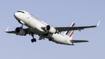 A picture of FHEPF - Airbus A320214 - Air France - © Edi Aviation 350