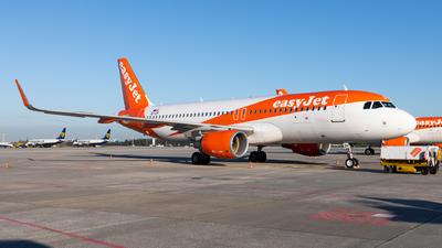 OE-IZH - Airbus A320-214 - easyJet Europe