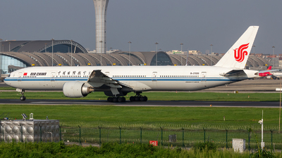 A picture of B2039 - Boeing 77739L(ER) - Air China - © ShiraNoko