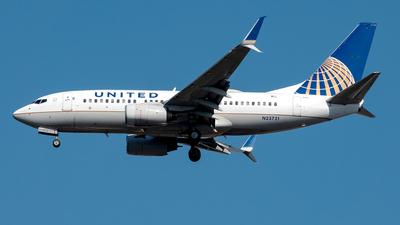 N23721 - Boeing 737-724 - United Airlines