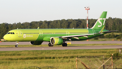 A picture of VQBGU - Airbus A321271N - S7 Airlines - © Airyura