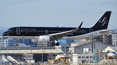 A picture of JA25MC - Airbus A320214 - Starflyer - © H.Choby