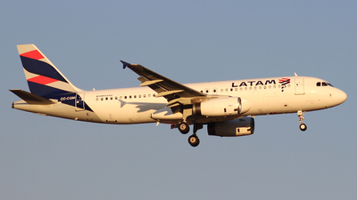 A picture of CCCQM - Airbus A320233 - LATAM Airlines - © Juan Guillermo Pacheco S.-
