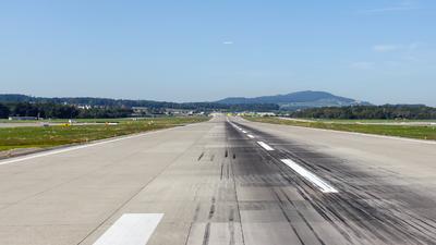 LSZH - Airport - Runway