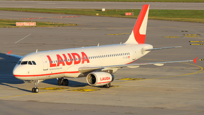 A picture of OELMG - Airbus A320232 - Laudamotion - © Justin Stöckel