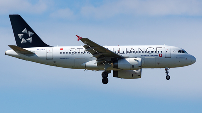 A picture of TCJLU - Airbus A319132 - Turkish Airlines - © EFS.PAN