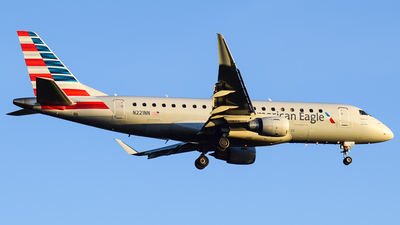 A picture of N221NN - Embraer E175LR - American Airlines - © Evan Dougherty