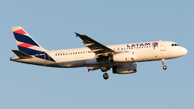 A picture of PRMBG - Airbus A320232 - LATAM Airlines - © Renato Oliveira
