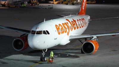 G-EZBT - Airbus A319-111 - easyJet