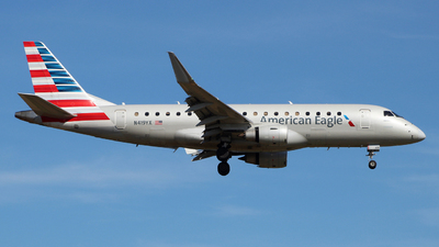 A picture of N419YX - Embraer E175LR - American Airlines - © wangruoyao