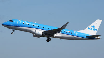 A picture of PHEXW - Embraer E175STD - KLM - © John Fitzpatrick