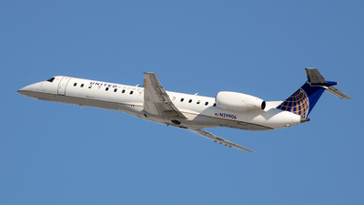 A picture of N29906 - Embraer ERJ145LR - United Airlines - © Stephen J Stein