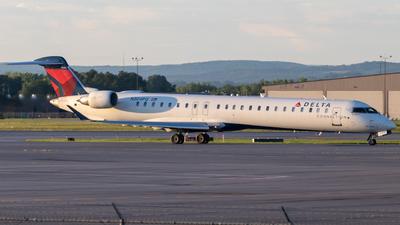A picture of N304PQ - Mitsubishi CRJ900LR - Delta Air Lines - © bellcc