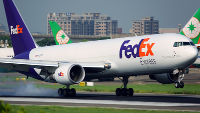 A picture of N121FE - Boeing 7673S2F(ER) - FedEx - © AIRSHI