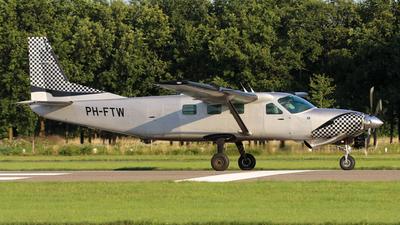 PH-FTW - Cessna 208B Super Cargomaster - Skydive ENPC - Eerste Nederlandse Parachutisten Club