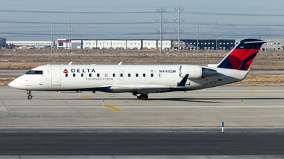 A picture of N449SW - Mitsubishi CRJ200LR - Delta Air Lines - © David Lee