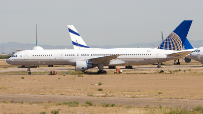 A picture of N557UA - Boeing 757222 - [26653] - © Jeremy D. Dando