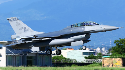 6811 - General Dynamics F-16B Fighting Falcon - Taiwan - Air Force
