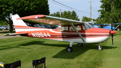 A picture of N19644 - Cessna 172L Skyhawk - [17260632] - © DJ Reed - OPShots Photo Team