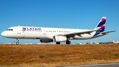 A picture of PTMXF - Airbus A321231 - LATAM Airlines - © Mike Sierra Oscar