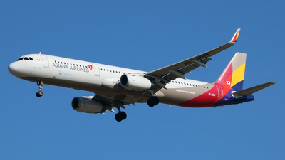 HL8018 - Airbus A321-231 - Asiana Airlines