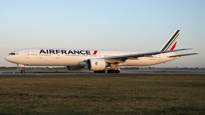 A picture of FGSQF - Boeing 777328(ER) - Air France - © Mark Szemberski