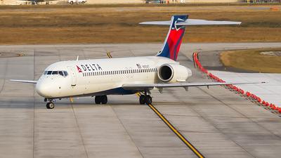 N892AT - Boeing 717-2BD - Delta Air Lines