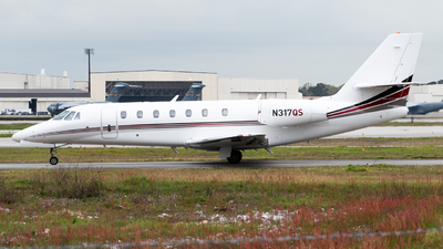 A picture of N317QS - Cessna 680 Citation Sovereign - NetJets - © Devin | Charleston.Spotter