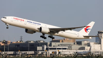 B-7882 - Boeing 777-39PER - China Eastern Airlines