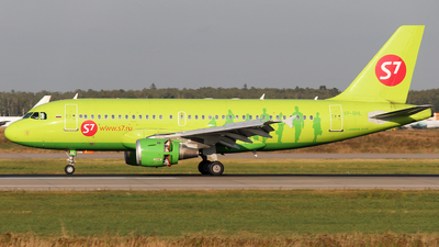A picture of VPBHL - Airbus A319114 - S7 Airlines - © Mikhail Tkachuk
