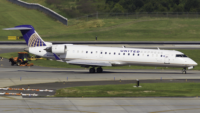 A picture of N508MJ - Mitsubishi CRJ701ER - United Airlines - © Thomas Morrison