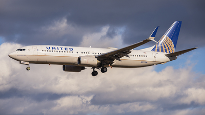 N77518 - Boeing 737-824 - United Airlines