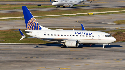 N24736 - Boeing 737-724 - United Airlines