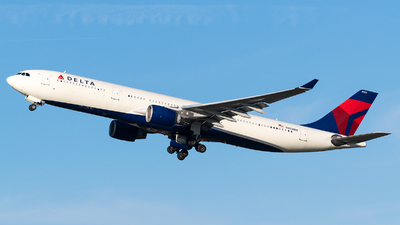 A picture of N802NW - Airbus A330323 - Delta Air Lines - © Evan Dougherty
