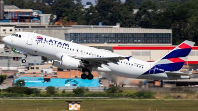 A picture of PRMHK - Airbus A320214 - LATAM Airlines - © fachetti_spotter