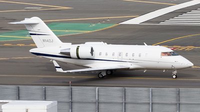 N142J - Bombardier CL-600-2B16 Challenger 605 - Private