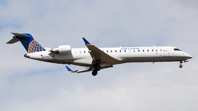 A picture of N779SK - Mitsubishi CRJ701ER - United Airlines - © Sean Asay