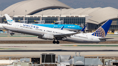 A picture of N37437 - Boeing 737924(ER) - United Airlines - © Issac