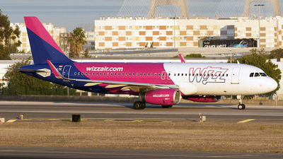 HA-LYX - Airbus A320-232 - Wizz Air